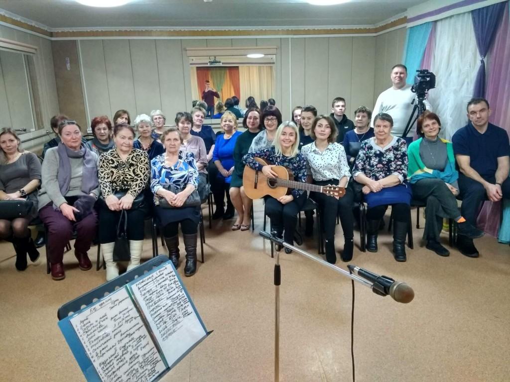 Путешествие в мир музыки бардовской песни совершили участники «Клуба путешественников» Университета третьего возраста